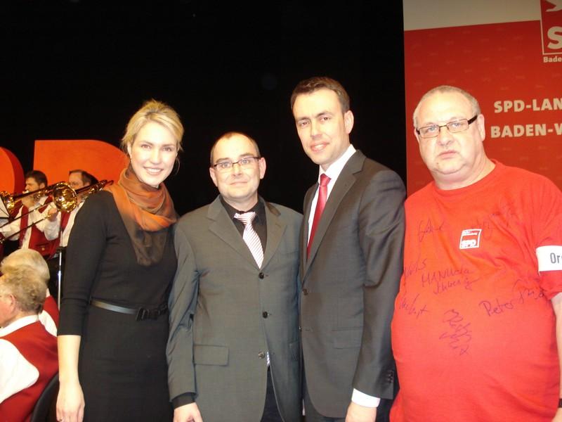 Stv. Bundesparteivor. M. Schwesig und Landesvors. N. Schmid mit den Asperger OV-Mitgliedern P. Klumpp und M. Furtwängler
